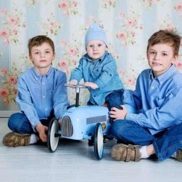 Семейный портрет: мама, папа и три брата