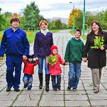 Семейная фотосессия: семья Баталовых — прогулка в осеннем парке